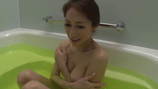 【おっぱい】撮影終わりにオフショットを取られてプライベートセックスを見せてくれる熟女AV女優のおっぱい画像がエロすぎる!【30枚】 29