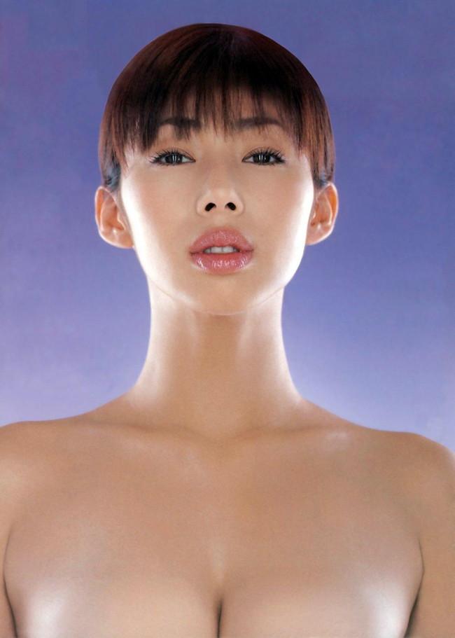 【おっぱい】「ワカパイ」の相性で愛されたFカップの美巨乳グラビアアイドルの井上和香ちゃんのおっぱい画像がエロすぎる!【30枚】 16