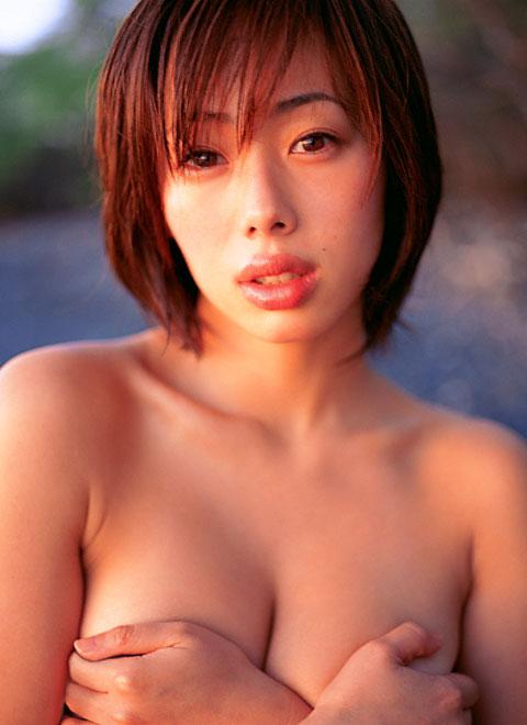 【おっぱい】「ワカパイ」の相性で愛されたFカップの美巨乳グラビアアイドルの井上和香ちゃんのおっぱい画像がエロすぎる!【30枚】 22