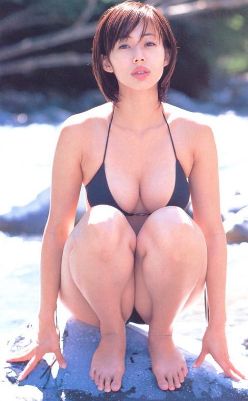 【おっぱい】「ワカパイ」の相性で愛されたFカップの美巨乳グラビアアイドルの井上和香ちゃんのおっぱい画像がエロすぎる!【30枚】 27