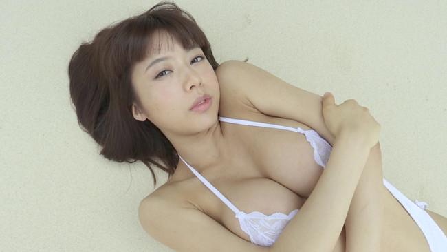 【おっぱい】清潔感溢れる上品美女は88センチFカップ美巨乳!フレッシュなグラビアアイドル・和泉美沙希ちゃんのおっぱい画像がエロすぎる!【30枚】 06