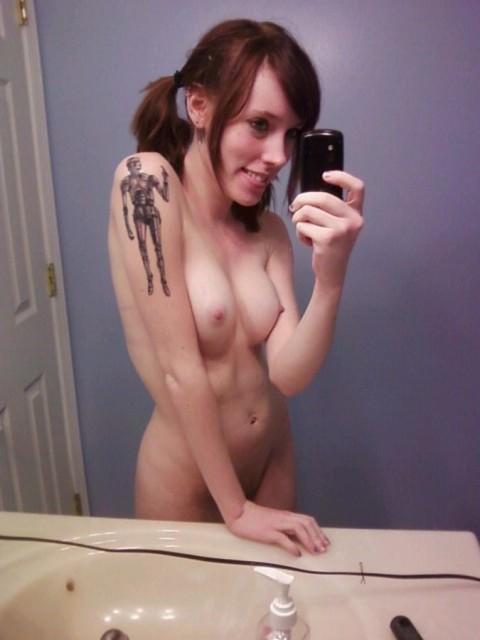 【おっぱい】脱いでびっくり玉手箱!タトゥーの入った女の子のおっぱい画像がエロすぎる!【30枚】 28