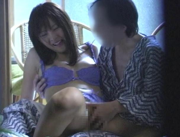 【おっぱい】温泉旅館に泊まってカップルがエッチなことをしちゃっているところを盗撮されてしまっている画像がエロすぎる!【30枚】 05
