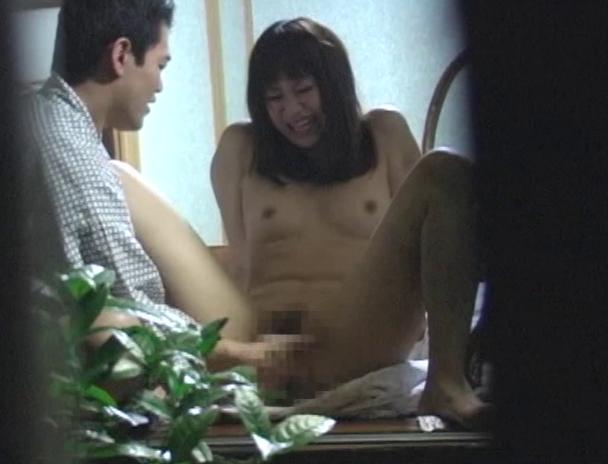 【おっぱい】温泉旅館に泊まってカップルがエッチなことをしちゃっているところを盗撮されてしまっている画像がエロすぎる!【30枚】 15