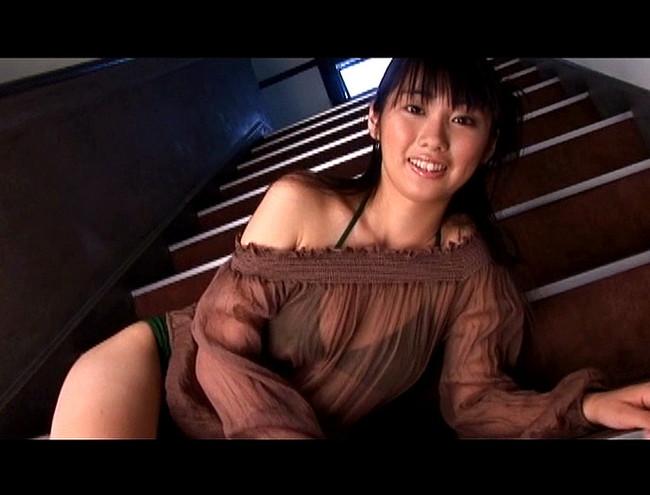 【おっぱい】不思議の国から来たような天然系美少女!笑顔がものすごく可愛らしいグラビアアイドル・岩本ありすちゃんのおっぱい画像がエロすぎる!【30枚】 16