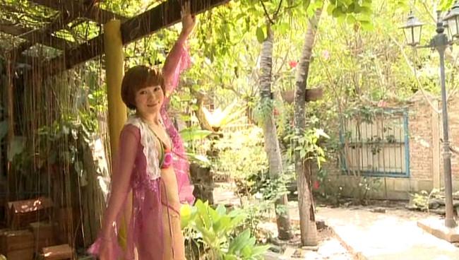 【おっぱい】女優・上野樹里の姉で、シンガー・ソングライター、タレントとして活躍をしている上野まなちゃんの画像がエロすぎる!【30枚】 01