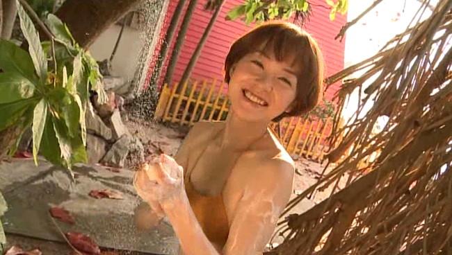 【おっぱい】女優・上野樹里の姉で、シンガー・ソングライター、タレントとして活躍をしている上野まなちゃんの画像がエロすぎる!【30枚】 05