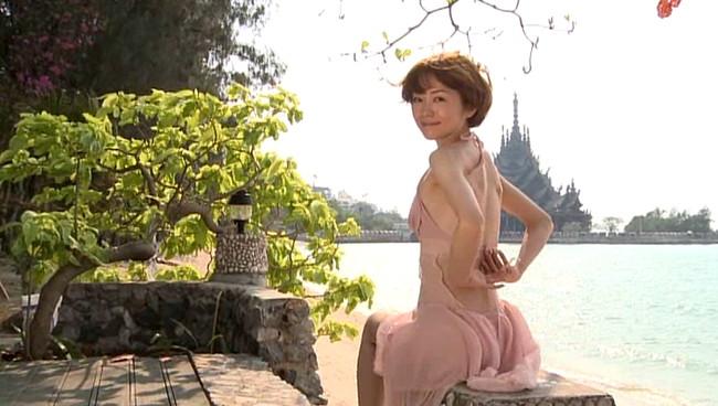 【おっぱい】女優・上野樹里の姉で、シンガー・ソングライター、タレントとして活躍をしている上野まなちゃんの画像がエロすぎる!【30枚】 11
