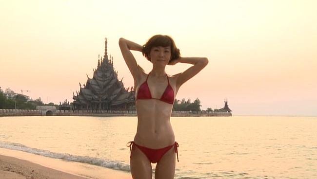 【おっぱい】女優・上野樹里の姉で、シンガー・ソングライター、タレントとして活躍をしている上野まなちゃんの画像がエロすぎる!【30枚】 20