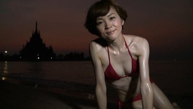 【おっぱい】女優・上野樹里の姉で、シンガー・ソングライター、タレントとして活躍をしている上野まなちゃんの画像がエロすぎる!【30枚】 21