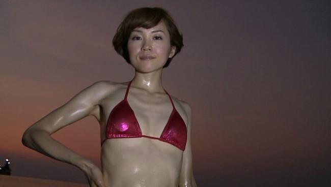 【おっぱい】女優・上野樹里の姉で、シンガー・ソングライター、タレントとして活躍をしている上野まなちゃんの画像がエロすぎる!【30枚】 22