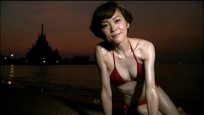 【おっぱい】女優・上野樹里の姉で、シンガー・ソングライター、タレントとして活躍をしている上野まなちゃんの画像がエロすぎる!【30枚】 30