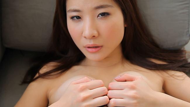 【おっぱい】普段の何気ない仕草やシチュエーションが妙にセクシー!Gカップグラドル兼女優・江口亜衣子ちゃんのおっぱい画像がエロすぎる!【30枚】 17
