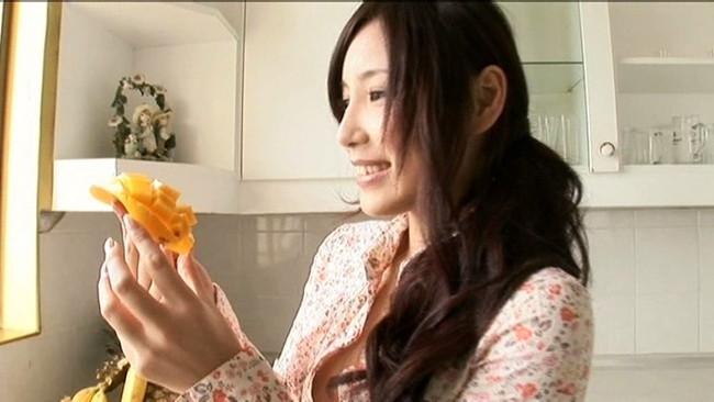 【おっぱい】アジア全域でCDデビューが決まり、映画、TVやグラビアで活躍する女優・タレントのErinaちゃんのおっぱい画像がエロすぎる!【30枚】 25