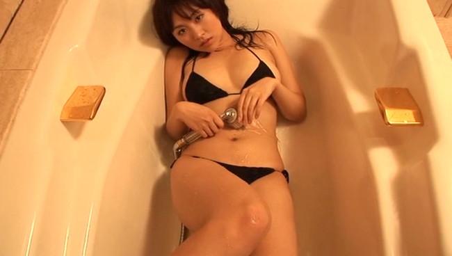 【おっぱい】Gカップの弾むようなボディが、あなたに恋の魔法をかける!グラビアアイドルの大澤ともちゃんのおっぱい画像がエロすぎる!【30枚】 15