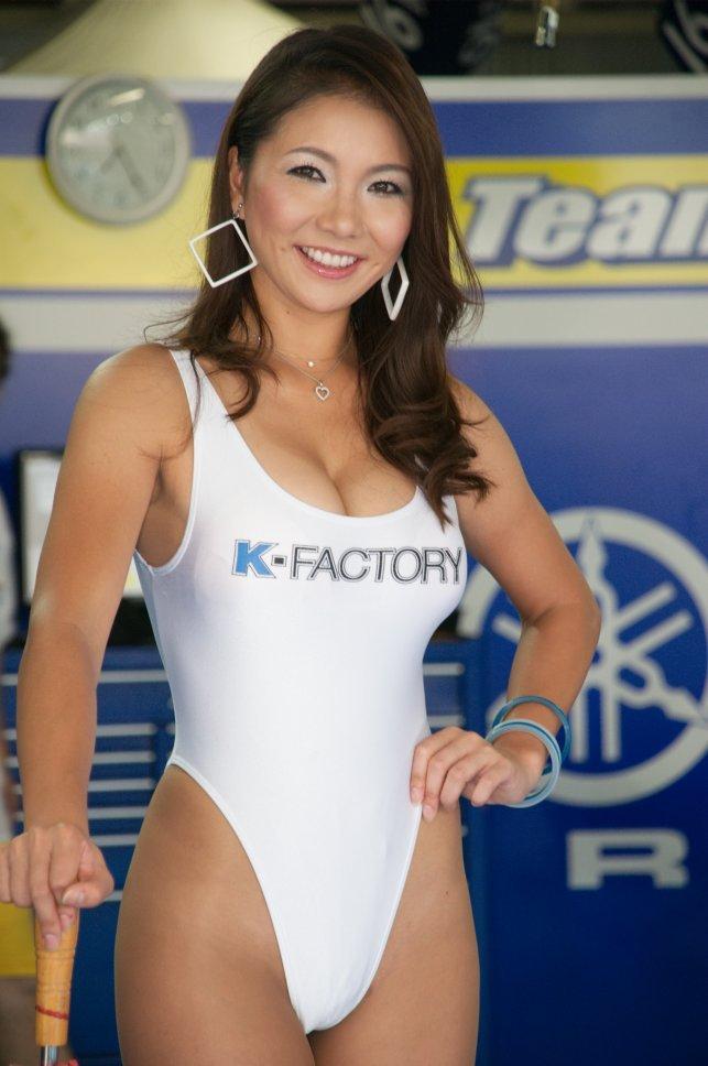 【おっぱい】2002、2003脚線美コンテスト連続グランプリ・Gカップ・レースクィーン岡田智美ちゃんのおっぱい画像がエロすぎる!【30枚】 15