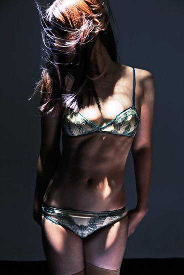 【おっぱい】ランジェリーショップのモデルさんたちのおっぱい画像がエロすぎる!【30枚】 15