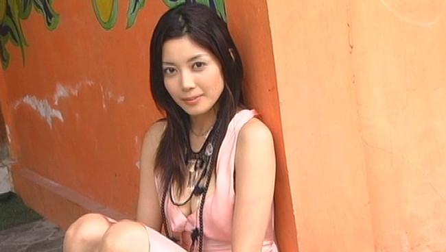 【おっぱい】イヤラシいポーズも全開!TVや雑誌など女優やモデルとしても活躍する美女・小川奈那さんのおっぱい画像がエロすぎる!【30枚】 16