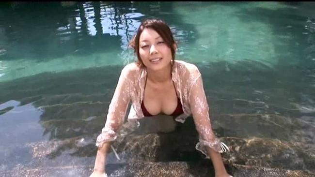 【おっぱい】イヤラシいポーズも全開!TVや雑誌など女優やモデルとしても活躍する美女・小川奈那さんのおっぱい画像がエロすぎる!【30枚】 27