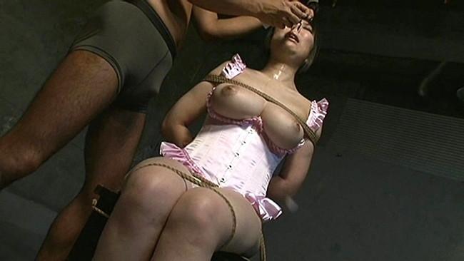 【おっぱい】鼻フックをされて顔がグチャグチャになった女の子のおっぱい画像がエロすぎる!【30枚】 26