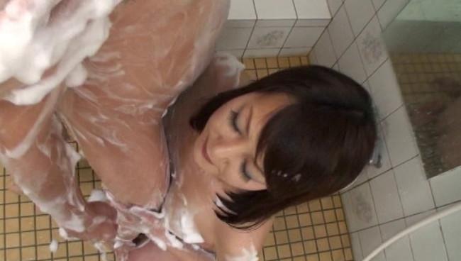 【おっぱい】熟女の柔らかい肌と温かい心で包まれる至福の時間!ローションでチンポをやさしくしごかれて絶頂に至る画像がエロすぎる!【30枚】 15