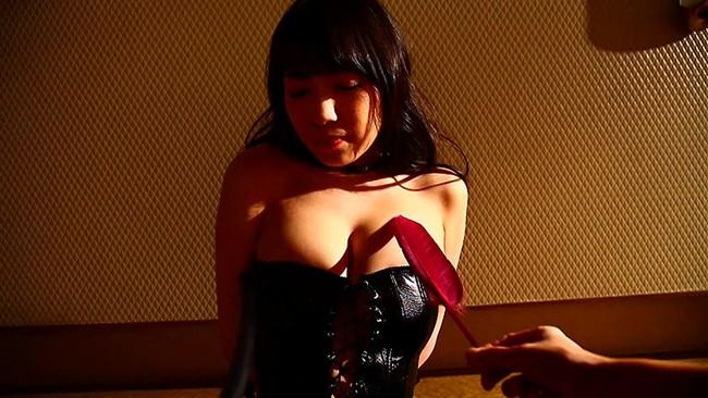【おっぱい】TVでお馴染みのキュート&セクシーなお姉さま!巨乳グラビアアイドル・大崎由希ちゃんのおっぱい画像がエロすぎる!【30枚】 14