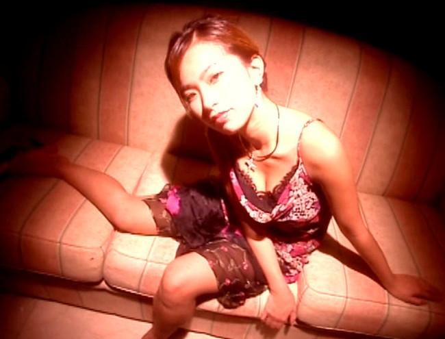 【おっぱい】キラキラ輝く太陽みたいな笑顔と弾けるボディが魅力的!Gカップグラビアアイドル・大城美和ちゃんのおっぱい画像がエロすぎる!【30枚】 05