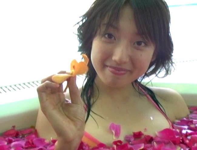【おっぱい】フットサルで鍛えたムチムチボディが健康的!お笑いも得意なグラビアアイドル・太田彩乃ちゃんのおっぱい画像がエロすぎる!【30枚】 12