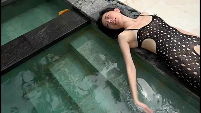 【おっぱい】知的で上品な会話が出来る。立ち居振舞いが優雅で華があると好評な女優・大竹一重さんのおっぱい画像がエロすぎる!【30枚】 16