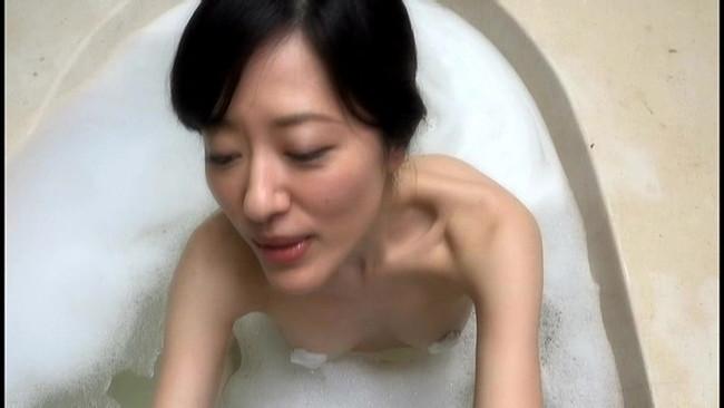 【おっぱい】知的で上品な会話が出来る。立ち居振舞いが優雅で華があると好評な女優・大竹一重さんのおっぱい画像がエロすぎる!【30枚】 25