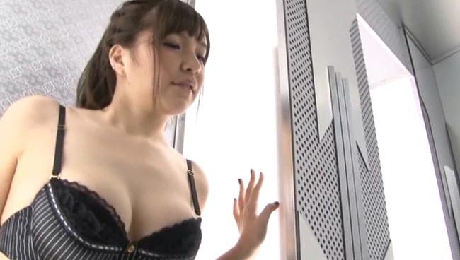 【おっぱい】見事な巨乳をたっぷりと揺らして一生懸命頑張ってくれているグラビアアイドル・小川亜朱夏ちゃんのおっぱい画像がエロすぎる!【30枚】 10