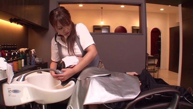 【おっぱい】美容院でこんなことまでされちゃう?!可愛い美容師さんのおっぱい画像がエロすぎる!【30枚】 11