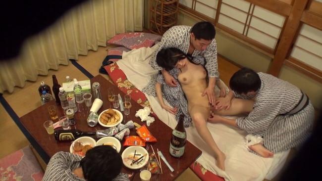 【勃起乳首】S級モデルのお姉さんや素人OLちゃんの乳首が勃起状態でコリコリ弄って吸いまくりNTRしたくなる画像集ww