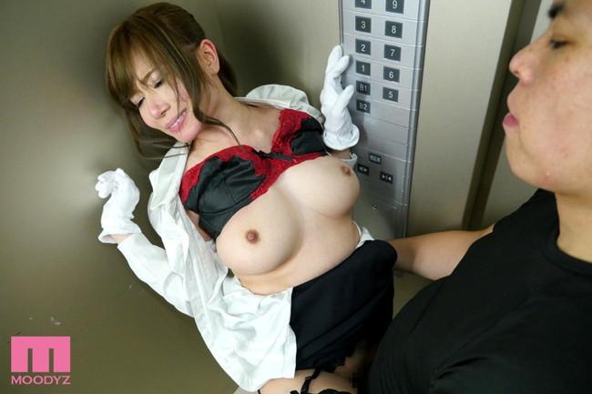 【おっぱい】デパートで健気に案内してくれるエレベーターガールのおっぱい画像がエロすぎる!【30枚】 07