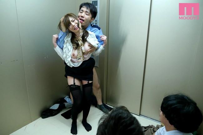 【おっぱい】デパートで健気に案内してくれるエレベーターガールのおっぱい画像がエロすぎる!【30枚】 14