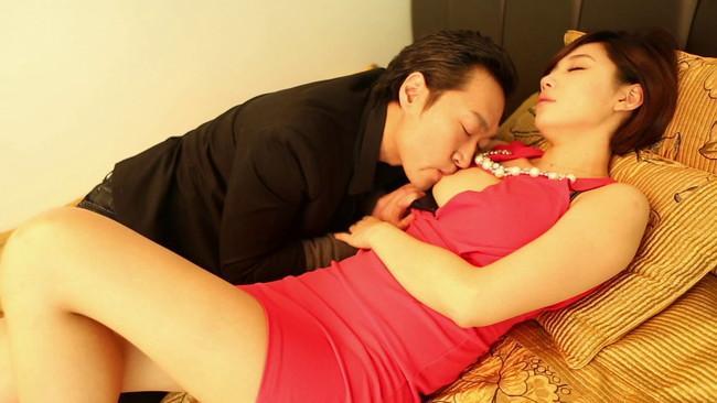 【おっぱい】大人のセックスを楽しみながらセクシーな魅力が漂わせるコリアンビューティーな韓国人の女性のおっぱい画像がエロすぎる!【30枚】 04