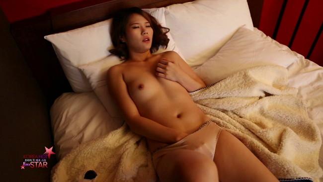 【おっぱい】大人のセックスを楽しみながらセクシーな魅力が漂わせるコリアンビューティーな韓国人の女性のおっぱい画像がエロすぎる!【30枚】 05
