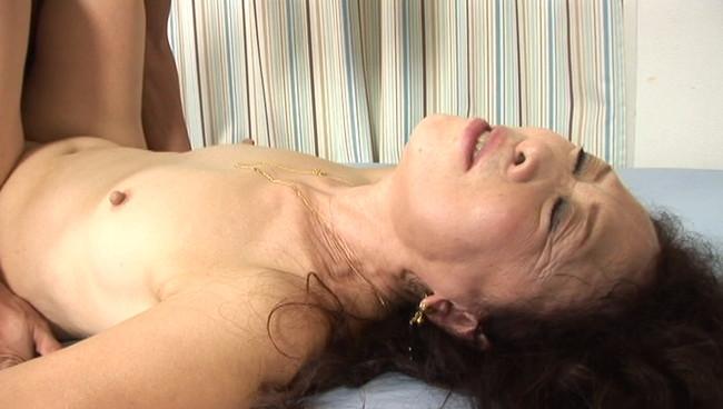 【おっぱい】奥までズップリ深く挿入できる究極のセックス!熟女は緩急付けて上下前後に腰を振りまくる画像がエロすぎる!【30枚】 06