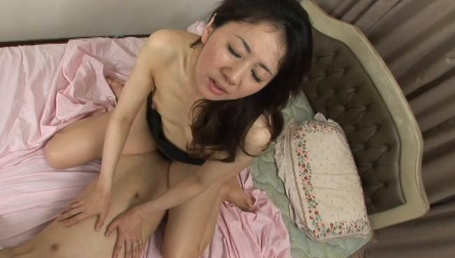 【おっぱい】奥までズップリ深く挿入できる究極のセックス!熟女は緩急付けて上下前後に腰を振りまくる画像がエロすぎる!【30枚】 16