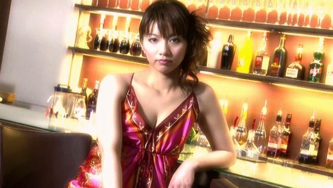 【おっぱい】現在はマルチな活躍をしている元・お天気キャスター・癒し系女優の甲斐まり恵ちゃんのおっぱい画像がエロすぎる!【30枚】