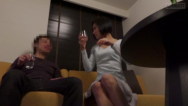 【おっぱい】飲み会でお酒を飲んでいい気分になったところを酔わせて自宅に連れ込みセックスしちゃった人妻さんたちのおっぱい画像がエロすぎる!【30枚】 16
