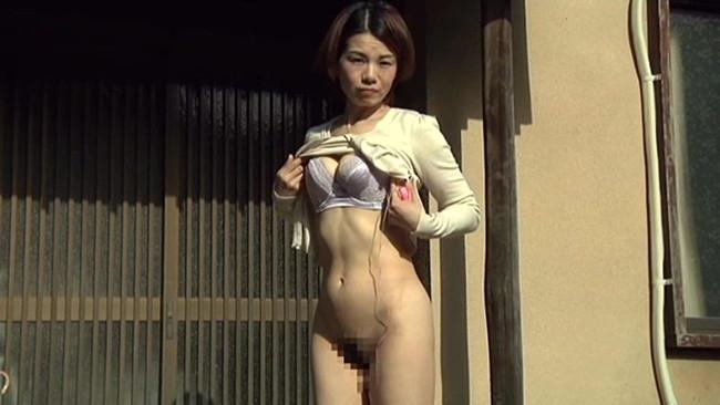 【おっぱい】裸になってスリルとドキドキを味わう露出狂の女性たちのおっぱい画像がエロすぎる!【30枚】 19