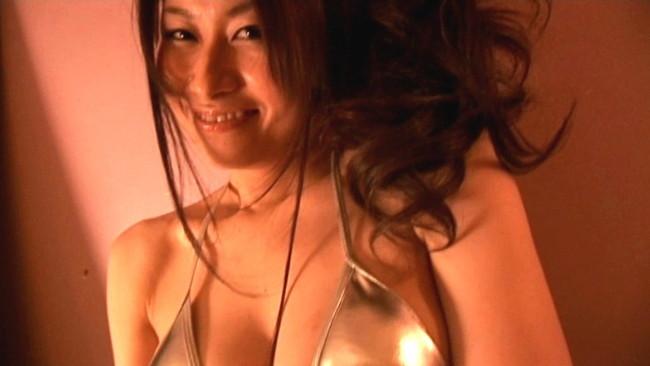 【おっぱい】ファーストとは思えない程のセクシーショット!Iカップの巨乳フレッシュアイドルの神川ゆなちゃんのおっぱい画像がエロすぎる!【30枚】 17