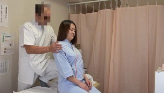 【おっぱい】整体治療院悪徳整体治療院での猥褻施術の流出盗撮!濡れた性器をマッサージされ悶絶潮吹きしちゃう女の子のおっぱい画像がエロすぎる!【30枚】 24