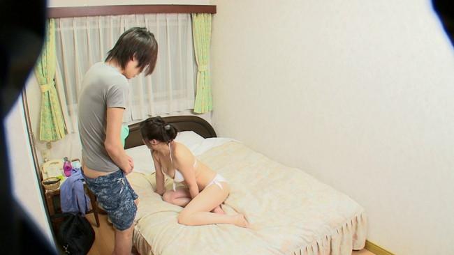 【おっぱい】おばさんを興奮させてどうするの?大学生にその身体に手を伸ばされて喜んでいる美熟女さんたちのおっぱい画像がエロすぎる!【30枚】 20