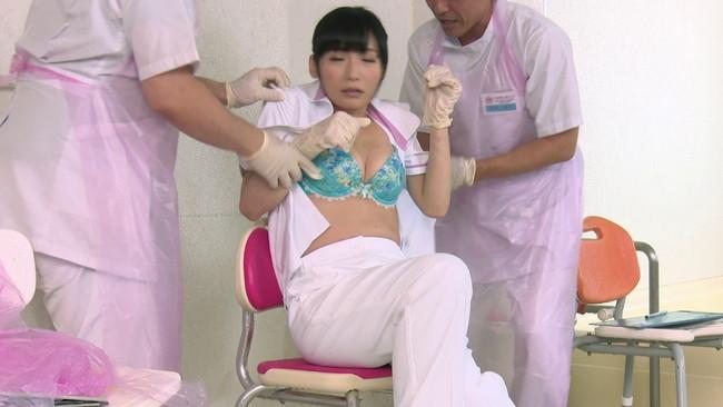 【おっぱい】生徒同士が男女とも全裸献体になって実技指導を行う質の高い授業を実践する看護学校実習看護師たちのおっぱい画像がエロすぎる!【30枚】 06