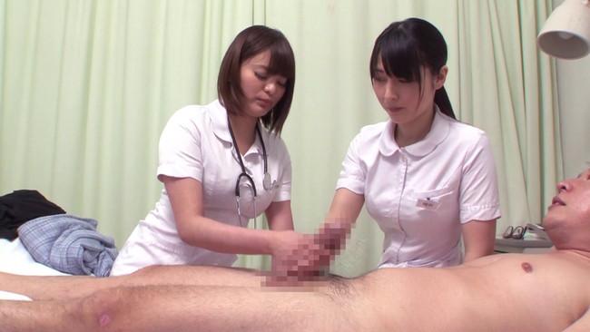 【おっぱい】看護師にせんずりを見せつけたらヤれたが・・・同僚にバレてしまい怒られるかと思ったら2人で一緒にヤってくれた画像がエロすぎる!【30枚】 12