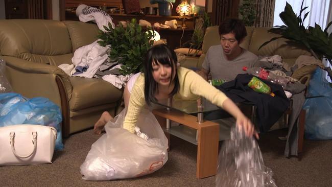 【おっぱい】どうしても片付けの出来ない僕が雇った超ミニタイトスカートの家政婦さんたちのおっぱい画像がエロすぎる!【30枚】 01