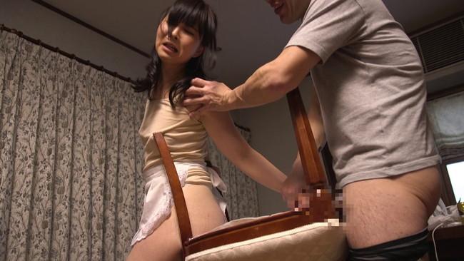 【おっぱい】どうしても片付けの出来ない僕が雇った超ミニタイトスカートの家政婦さんたちのおっぱい画像がエロすぎる!【30枚】 05