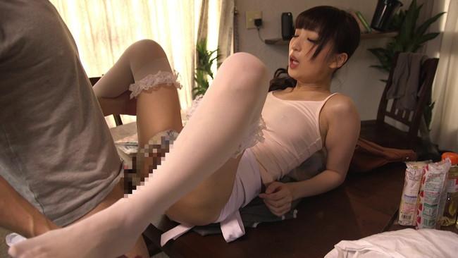 【おっぱい】どうしても片付けの出来ない僕が雇った超ミニタイトスカートの家政婦さんたちのおっぱい画像がエロすぎる!【30枚】 16